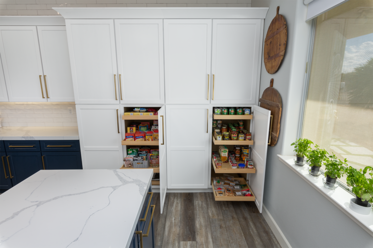How to pick cabinet hardware in 2021
